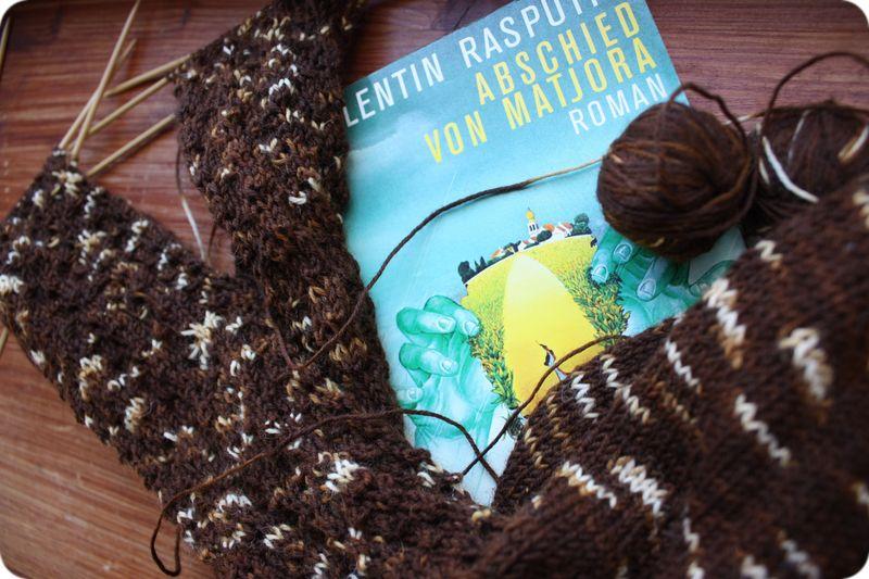 Yarn along.